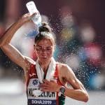 Is het beter om water te drinken of om het over je hoofd te gieten bij warm weer?